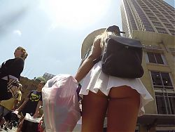 no panty upskirt in the midle of the stree
