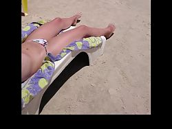 Novinha tomando sol e mostrando corpo lindo!
